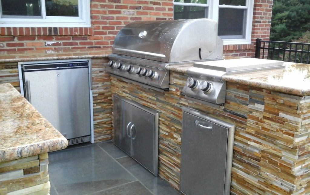 5 Reasons Why You Need that Outdoor Kitchen for the Upcoming 4th of July